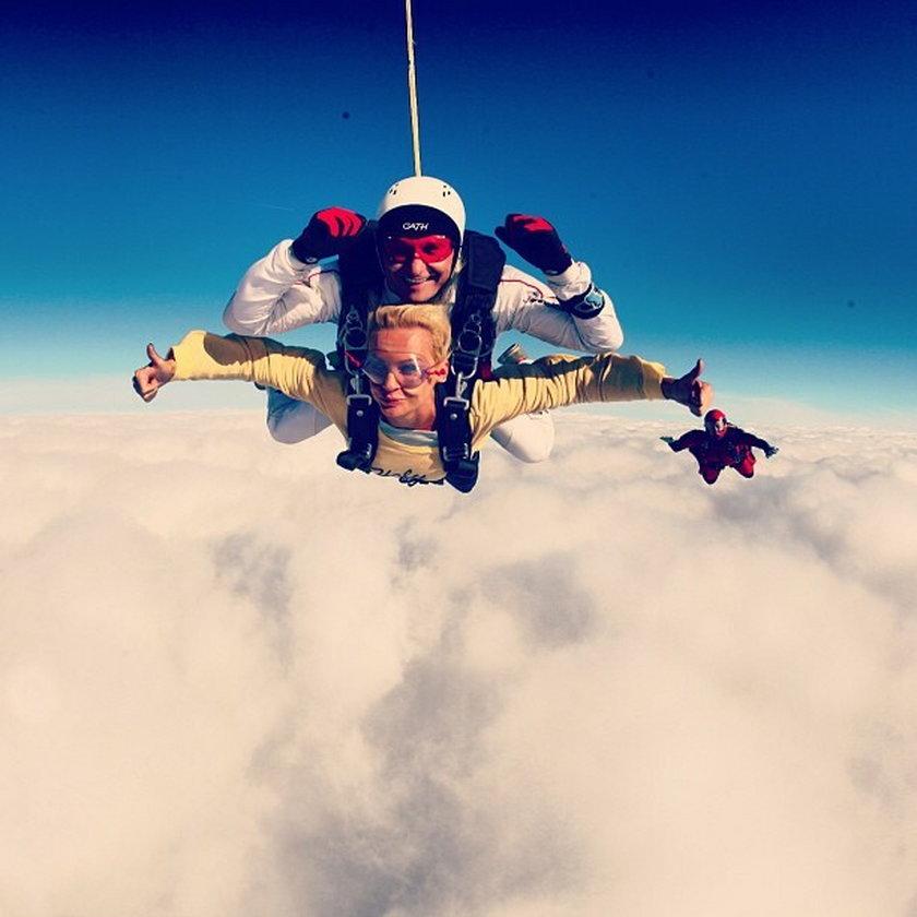 Agnieszka Szulim skok ze spadochronem