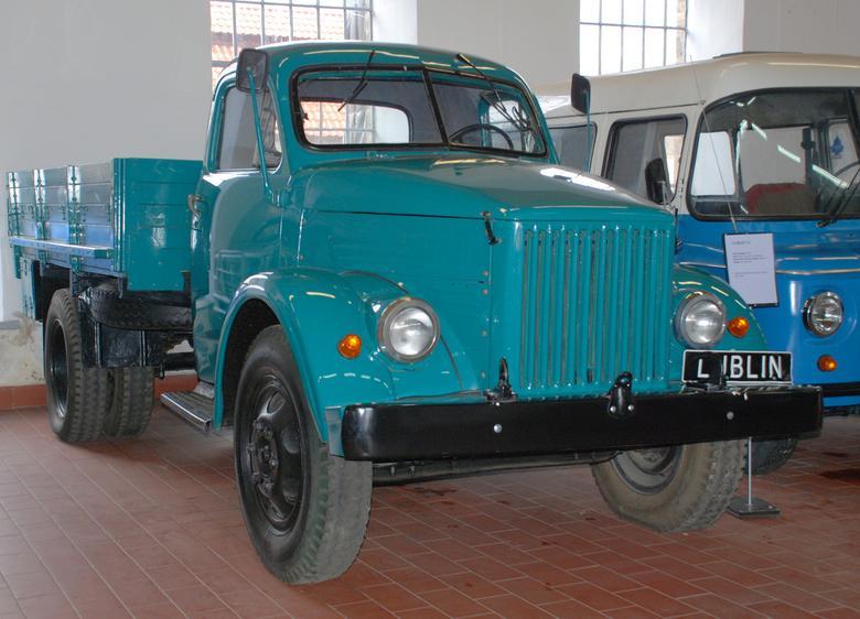 Licencyjny Lublin GAZ-51 z późniejszego okresu montażu miał metalową kabinę kierowcy.