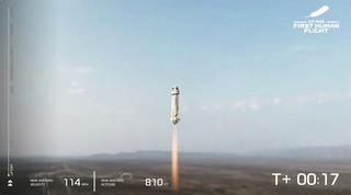 Jeff Bezos poleciał w kosmos. Transmisja ze startu rakiety New Shepard