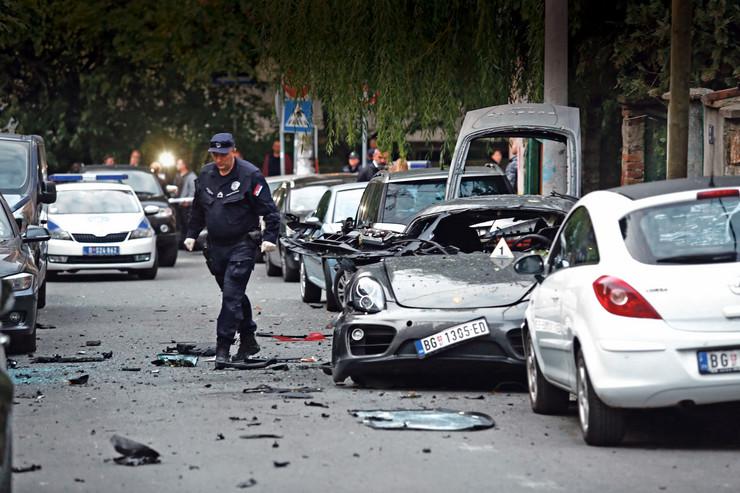 """Pod automobil """"porše"""" postavljeno oko kilogram plastičnog eksploziva"""