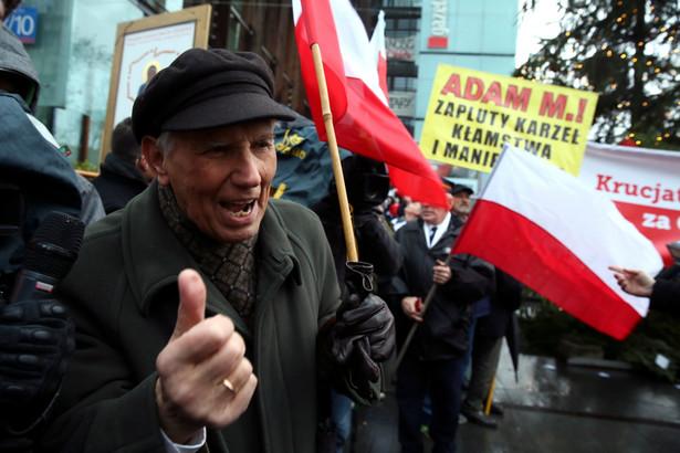 Marsz w obronie wolnej prasy zorganizowany przez Krucjatę Różańcową i Stowarzyszenie RKW Ruch Kontroli Wyborów, PAP/Tomasz Gzell