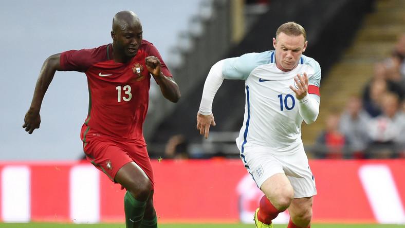 Wayne Rooney (z prawej)