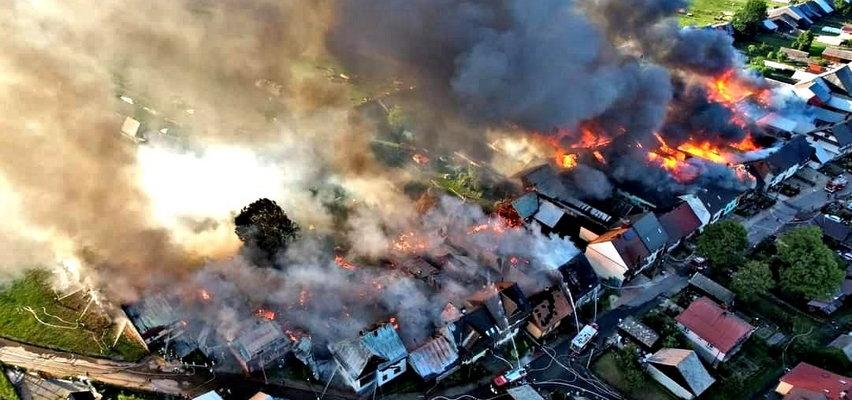 Pożar w Nowej Białej. To nagranie pokazuje ogrom zniszczeń