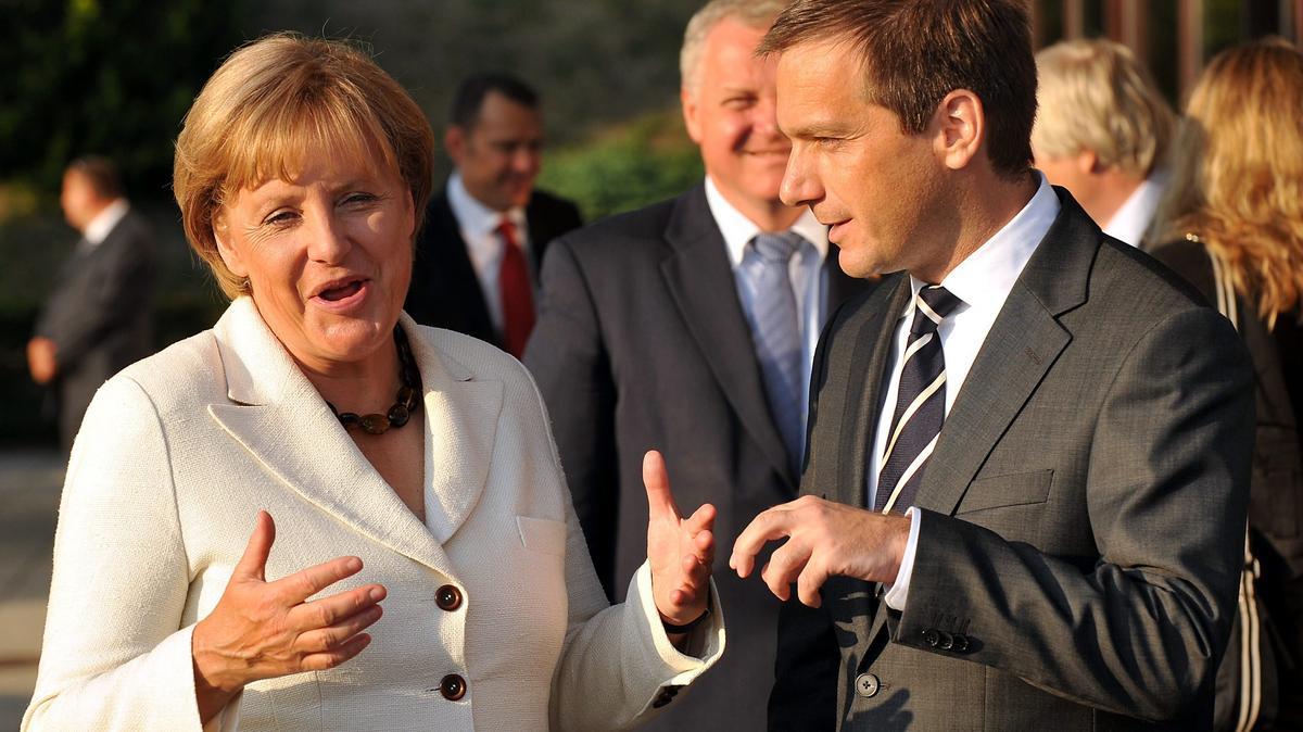 Bajnai és Merkel sörözése: így emlékeznek a legendás német kancellárra a magyar miniszterelnökök