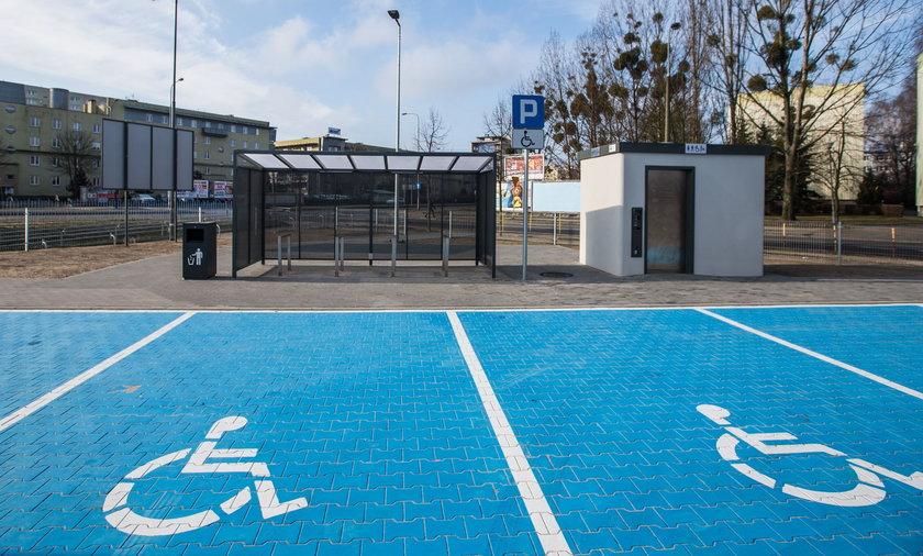 Samochód dla osoby niepełnosprawnej to wciąż często jedyny sposób, by sprawnie poruszać się po polskim mieście.