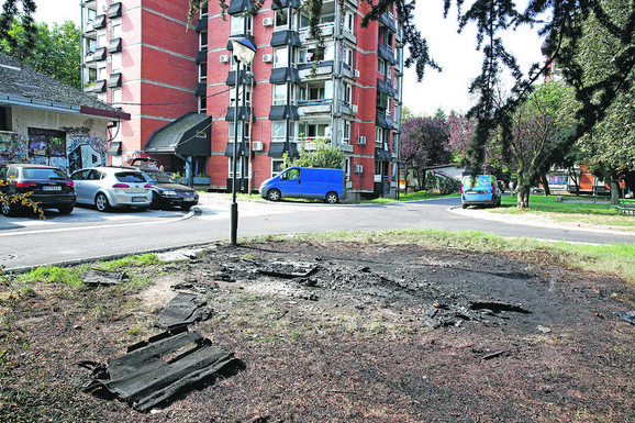 Ispred zgrade u Zemunu eksplodirala bomba koja je bila namenjena Strahinji Stojanoviću