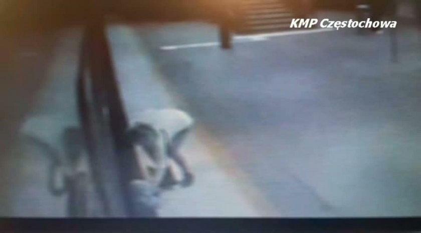 5-latek wpadł pod ruszający pociąg. Matka żegnała się ze znajomym