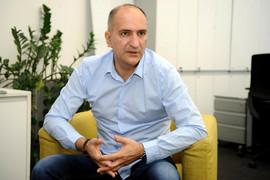 Mrkela je godinama bio u braku sa Lidijom Vukićević: Pojavio se sada sa DRUGOM SUPRUGOM i sa nje pogled nije mogao da se skine