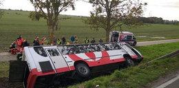 Wypadek autobusu pod Kętrzynem. Wielu rannych, wśród nich dzieci
