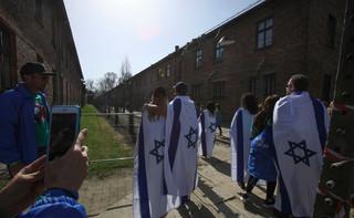 Państwo skąpi na Sprawiedliwych: Ratującym Żydów daje tylko słowa