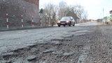 Ta dziurawa droga to prawdziwy koszmar