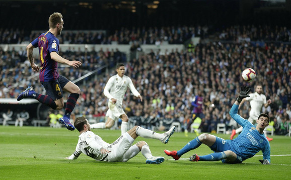 Rakitić donosi pobedu Barsi u Madridu