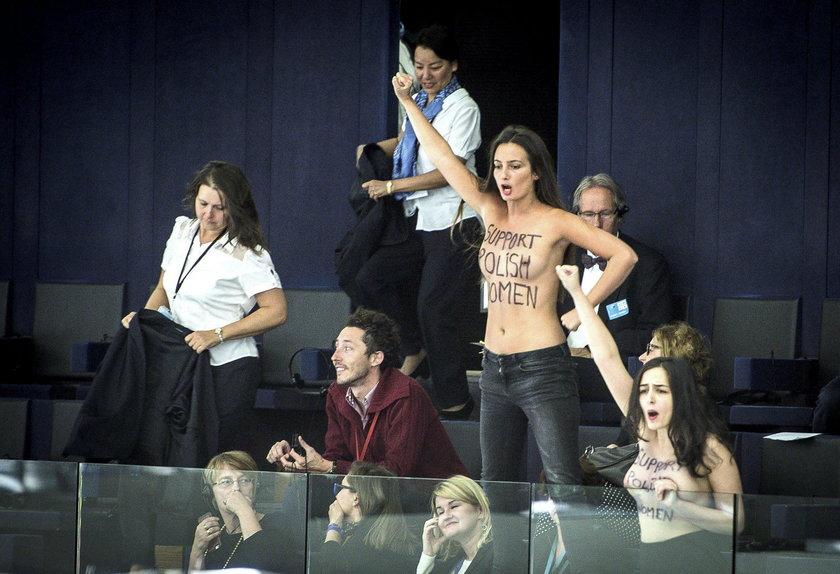 Aktywistki Femen podczas sesji w Parlamencie Europejskim