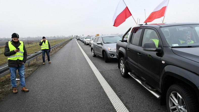 Na autostradzie A2 na odcinku Łódź – Warszawa, na wysokości Brwinowa, rolnicy zorganizowali protest