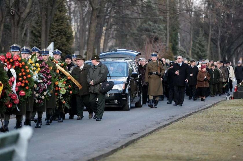 """Pogrzeb pana od """"Zwierzyńca"""". Żegnali go starzy znajomi. Foto"""