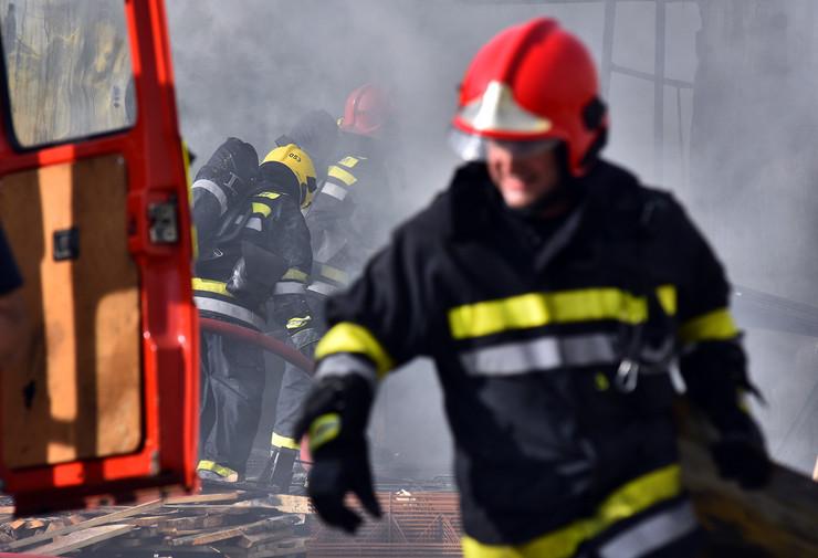 Novi Sad235 Pozar  vatrogasci  Mas promet veternik foto Nenad MIhajlovic