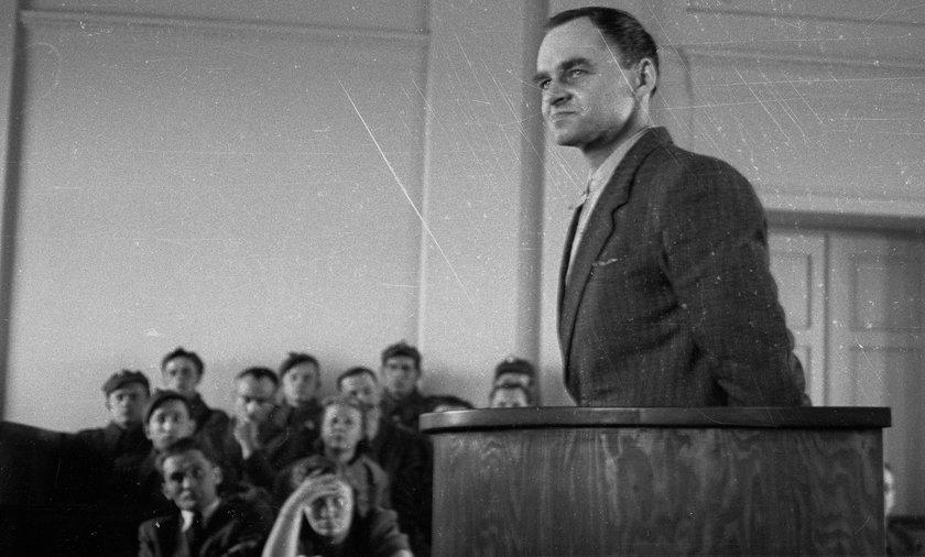 Witold Pilecki podczas składania zeznań