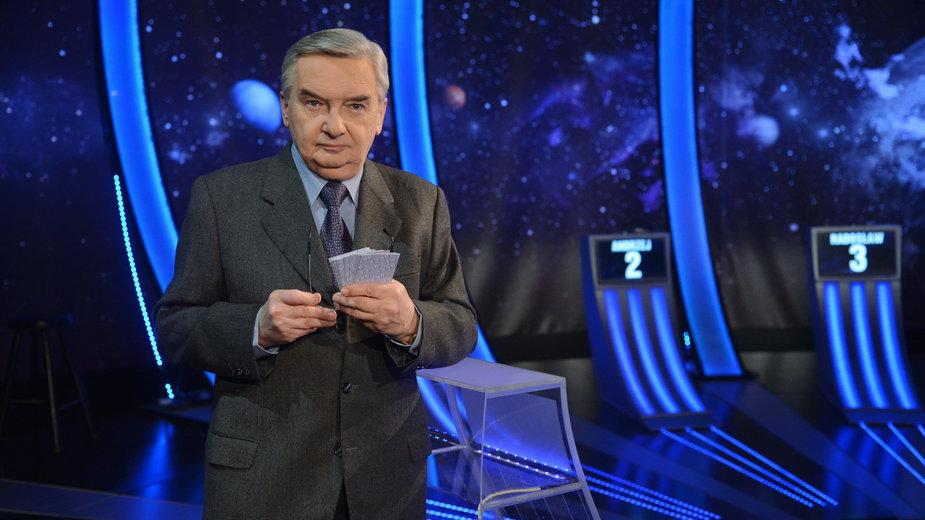 """Tadeusz Sznuk na planie teleturnieju """"Jeden z dziesięciu"""""""