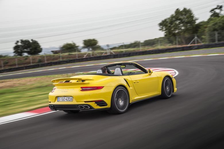 Porsche 911 Turbo Cabriolet: Ma wygląd i świetne osiągi