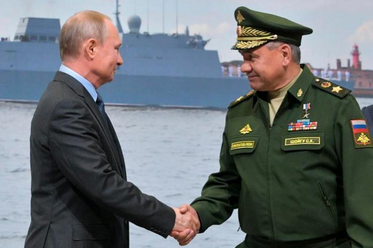 Vladimir Putin i Sergej Šojgu ap