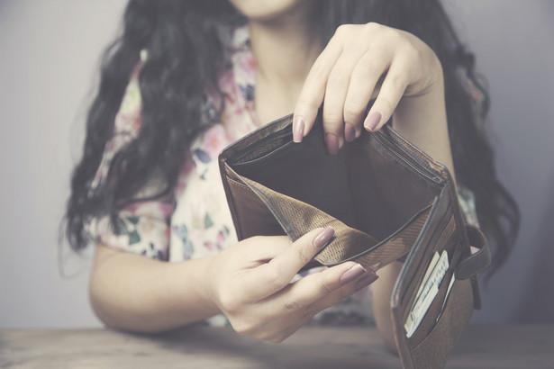 W firmach pożyczkowych bardziej zadłużone są kobiety (54 proc.) niż mężczyźni (46 proc.).