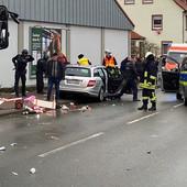 Drama u Nemačkoj, AUTOMOBILOM NAMERNO ULETEO U KARNEVALSKU POVORKU, najmanje 30 povređenih, među njima i DECA