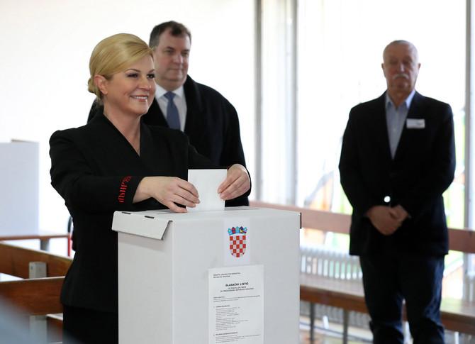 Kolinda Grabar Kitarović sa suprugom Jakovom danas na izborima u Zagrebu