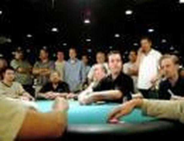 W przypadku turnieju pokera podatek od gier rozliczy płatnik, który będzie wypłacał wygrane w turnieju pomniejszone o kwotę zapłaconego podatku