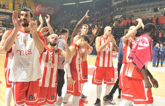 Košarkaši Zvzede dobili aplauze po završetku meča