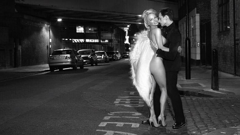 Piękna Pamela stanęła przed obiektywem Davida LaChapelle'a.