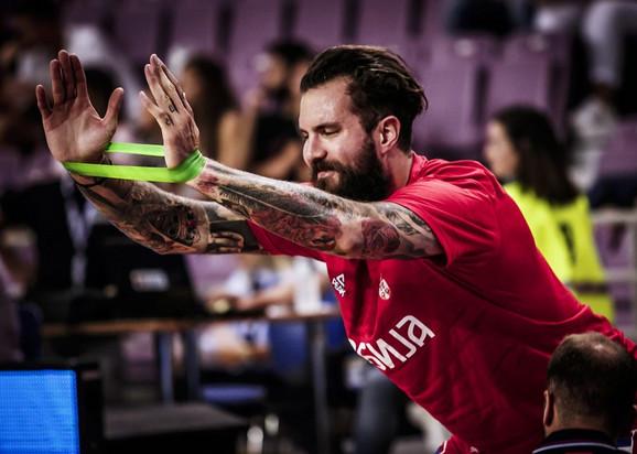 Miroslav Raduljica pred start utakmice u Iraklionu