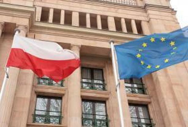 Blisko 250 tys. zł MSZ zapłaci za rekrutację oficerów łącznikowych i osób, które podczas sprawowana przez Polskę prezydencji w UE, będą kierować ich pracą.