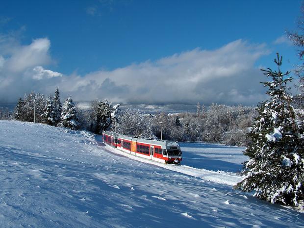 Skład 425.9 na trasie zimą