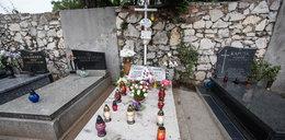 Katarzyna Waśniewska przyszła na grób Madzi. Jak zwykle odstawiona