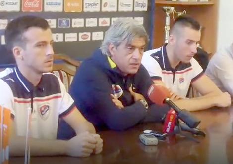 Zoran Minković (u sredini)