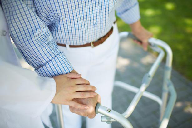 Zarówno od specjalnego zasiłku opiekuńczego, jak i zasiłku dla opiekuna odprowadzane są składki na ubezpieczenia społeczne do ZUS