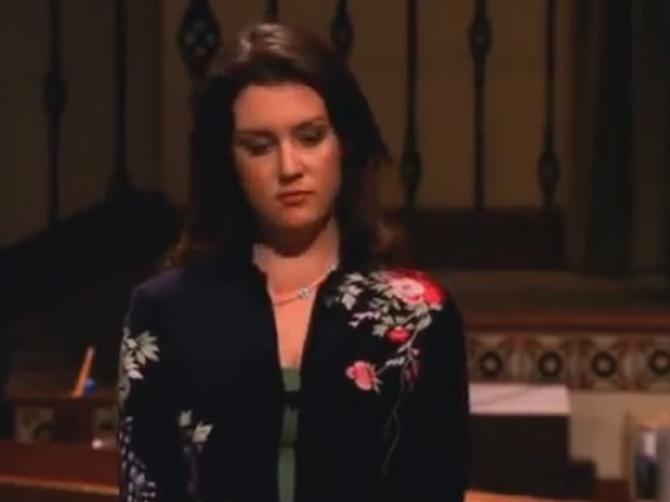 Pre 12 godina je opsesivno jurila Čarlija: Rouz se pojala sa DEKOLTEOM koji je jedva izdržao!