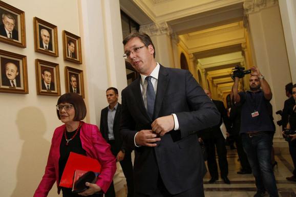 Završeno zasedanje: Aleksandar Vučić i Maja Gojković odlaze iz Skupštine nakon šest sati čitanja ekspozea