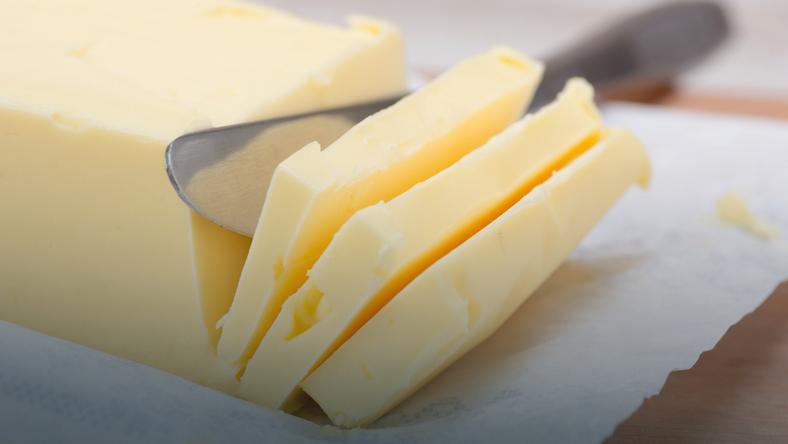 Dzięki tej metodzie błyskawicznie rozsmarujesz masło
