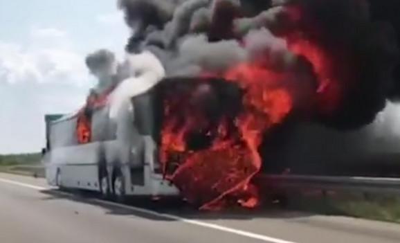 Vatra je progutala autobus za tili čas