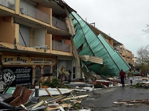 94e57a7ba8a94 Huragan Irma całkowicie zdewastował malutką karaibską wyspę Barbuda. W  środę żywioł pozbawił dachów nad głową połowę mieszkańców tej wyspy, która  liczy 1800 ...