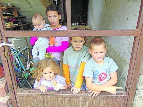 Roditelji kriju od dece da im preti iseljenje