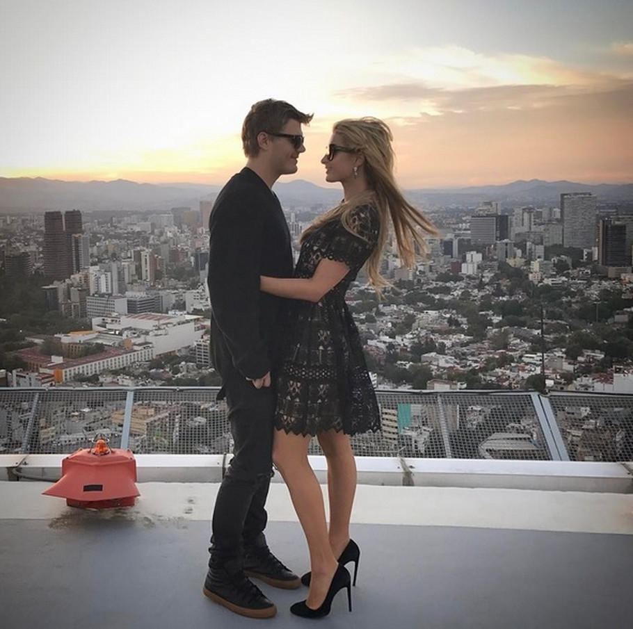 Paris Hilton sa dečkom
