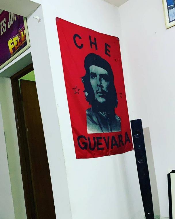 The Che Guevara flag on a wall in Seun Kuti's home (Instagram/Seun Kuti)