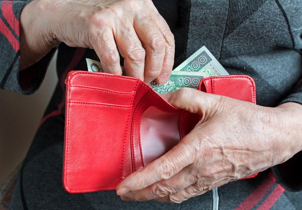 Około 40 proc. bankowców pytanych przy okazji tworzenia raportu twierdzi, że ich klienci zaciągają kredyty gotówkowe, aby kupić dobra trwałego użytku, jak samochód czy sprzęt RTV-AGD.