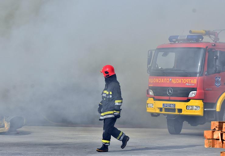 Novi Sad231 Pozar  vatrogasci  Mas promet veternik foto Nenad MIhajlovic