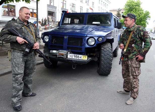 Prorosyjscy separatyści w Ługańsku. Fot. EPA/IGOR KOVALENKO/PAP/EPA