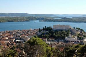U Hrvatskoj uništen automobil sa BEOGRADSKIM TABLICAMA: Probušili su mu sve četiri gume i napisali USTAŠKE SIMBOLE