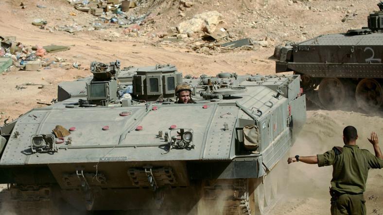 """Izraelscy żołnierze są oskarżani o wykorzystywanie palestyich cywilów w charakterze """"żywych tarcz"""""""