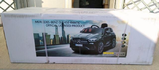 Kutija sa zaplenjenim decjim automobilom